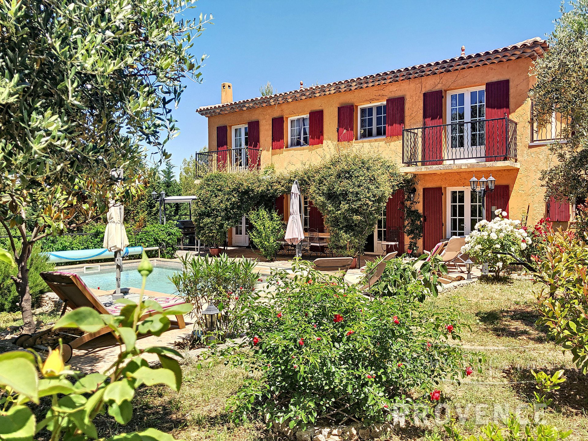 SOLE AGENT Charming villa with views and pool near Lorgues